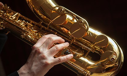 A jazzy saxophone being played.