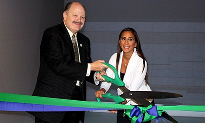 President Smith and Farah Harb of Ford cut the ribbon at Eastern's Virtual Reality lab.